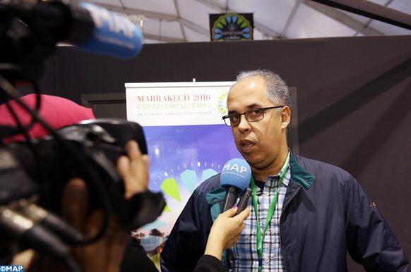 """Anas Kaoukab, un chercheur et développeur marocain, a présenté, lors de la COP 22, un nouveau concentrateur solaire qui permet de produire une """"petite"""" énergie destinée à être utilisée directement par des exploitants agricoles."""