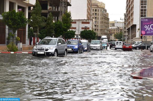 Perturbations, mercredi (25/12/13), dans la circulation au niveau de certaines artères de Tanger ainsi que le trafic maritime au niveau des ports de la ville en raison des fortes pluies à caractère orageux qui s'abattent sur la région du Nord du Maroc.