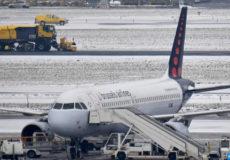 l-aeroport-de-bruxelles-bloque-par-la-neige-300-vols-annules