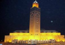 A l'occasion du mois sacré de Ramadan, l'administration de la Fondation de la mosquée Hassan II, l'une des plus grandes mosquées du monde, est mobilisée en  déployant des efforts énormes pour accueillir de nombreux fidèles de Casablanca et de ses régions pour accomplir la prière de l'Isha et Tarawih.