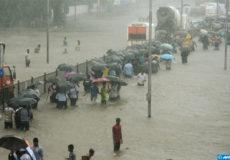 Inde-Bombay-paralysee-par-les-inondations-dues-a-la-mousson