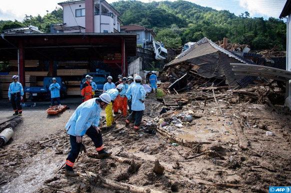 sauveteurs-degagent-debris-Kumano-Japon-9-juillet-2018_0_729_486 (1)