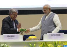 epa07064341 Indian Prime Minister Narendra Modi (R) and United Nations Secretary General Antonio Guterres shake hands during the inaugural ceremony of the Global RE-INVEST India-ISA Partnership Renewable Energy Investors Meet & Expo'and first General Assembly of the India-initiated International Solar Alliance (ISA) in New Delhi, India, 02 October 2018. Secretary-General Antonio Guterres is on his three-day visit to India.  EPA-EFE/HARISH TYAGI