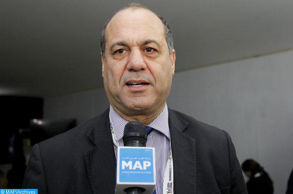 """Le président du Conseil de la commune urbaine de Chefchaouen, également Président du Forum mondial des villes intermédiaires, Mohamed Sefiani, intervenant, mercredi (21/11/18) à Marrakech, lors d'un débat ouvert sur """"Les villes intermédiaires en Afrique"""", dans le cadre du 8ème Sommet Africités."""