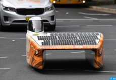 epa06260204 The Nuna9 from the Nuon Solar Team of The Netherlands is seen coming in first to win the 2017 World Solar challenge in Adelaide, South Australia, Australia, 12 October 2017. The World Solar Challenge is a biennial solar-powered car race which covers 3,022km through the Australian Outback, from Darwin to Adelaide.  EPA-EFE/DAVID MARIUZ  AUSTRALIA AND NEW ZEALAND OUT