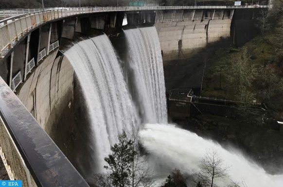المياه المخزنة في السدود