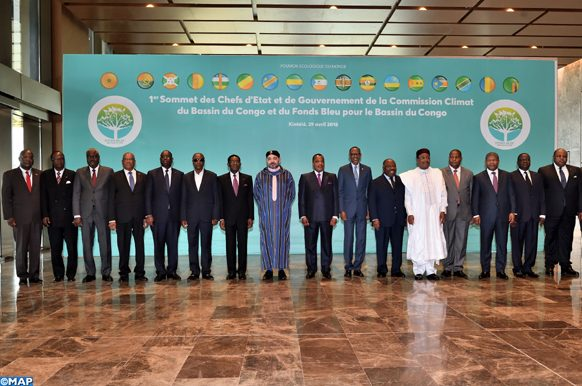 SM le Roi pose, dimanche (29/04/18) à Brazzaville, pour une photo de famille avec les Chefs d'Etat et de gouvernement participant au 1er Sommet des Chefs d'Etat et de gouvernement de la Commission Climat et du Fonds bleu du Bassin du Congo.
