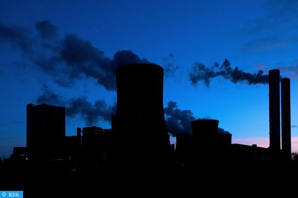 epa06297323 Steam rises at night from the brown coal-fired power plant Niederaussem operated by RWE in Bergheim, Germany, 29 October 2017. The UN Climate Change Conference COP23 will take place in Bonn from 06 to 17 November 2017, only a few kilometers away from Europe's largest carbon dioxide source, the Rhenish Brown Coal Field.  EPA-EFE/SASCHA STEINBACH