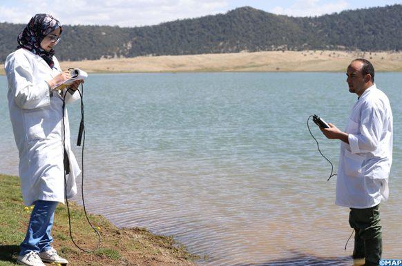 Le lac d'Afnourir, une zone humide classée site Ramsar relevant de la province d'Ifrane, a été repeuplée mardi (04/04/17) en alevins et poissons de brochets dont le nombre total a atteint plus de 180.000, à l'initiative du Haut-Commissariat aux Eaux et Forêts et à la Lutte Contre la Désertification (HCEFLCD).