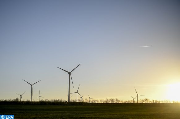 epa07210041 Wind turbines on fields on a sunny winter day near Herrnleis, some 50 kilometers northern Vienna, Austria, 05 December 2018. According to a report by the UN, CO2 emissions have gone up for the first time in four years. The report comes just days ahead of the COP24 United Nations Climate Change Conference taking place in Poland from 02 to 14 December.  EPA-EFE/CHRISTIAN BRUNA