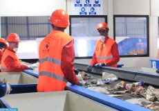 Un centre de tri et de valorisation des déchets semi-automatique, dernière génération, a été inauguré lundi (05/11/18) dans la commune Ain Baïda, près de Fès.  Ce centre, de nature à répondre aux attentes du Programme nationale des déchets ménagers par le développement de la filière de tri, recyclage et de valorisation énergétique, est considéré comme ''le plus grand centre de tri et de valorisation des déchets semi-automatique au Maroc et en Afrique''
