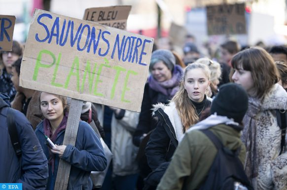 epa07295718 Students protest during a 'Youth For Climate' strike urging pupils to skip classes to protest a lack of climate awareness in Lausanne, Switzerland, 18 January 2019. Similar protests were held in Belgium the day before.  EPA-EFE/VALENTIN FLAURAUD