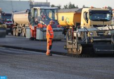 epa05982523 An operator monitors a new asphalt pavement being laid on Runway 18 at Frankfurt Airport, Germany, 22 May 2017. The new pavement will be laid over five days and is part of routine maintenance work.  EPA/ARMANDO BABANI