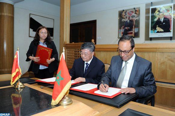Le ministre de l'Équipement, du Transport, de la Logistique et de l'Eau, M. Abdelkader Amara et le vice-ministre chinois des Ressources en eau, Wei Shanzhong, ont signé, jeudi (16/05/19) à Rabat, un programme exécutif du mémorandum d'entente pour la coopération dans le domaine des ressources en eau pour la période 2020-2022.