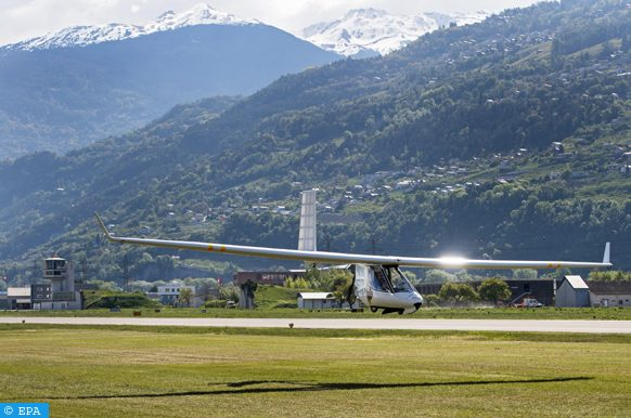 epa05915089 Pilot Stephane Genoud flys with his electric ultralight plane 'Archaeopteryx' during a press conference of the project 'Green fly' over the airport of Sion, Switzerland, 19 April 2017. The project 'Green fly' wants to foster ecological aviation and entreprises on the airport of Sion.  EPA/JEAN-CHRISTOPHE BOTT