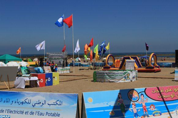 La plage de Bouznika a hissé officiellement, mardi (09/07/19) le label environnemental et touristique international ''Pavillon bleu'', qu'elle obtient pour la 13ème année consécutive dans le cadre du programme national ''Plages Propres'' 2019, lancé par la Fondation Mohammed VI pour la protection de l'environnement.