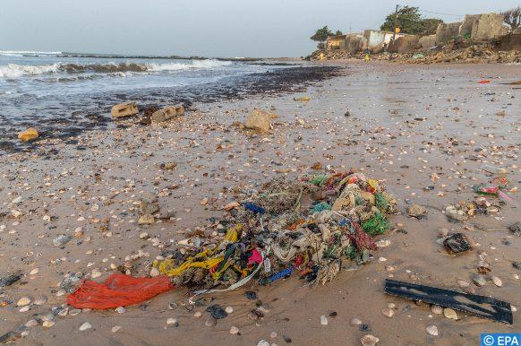 شواطئ جزيرة سان أندريس الكاريبية تعج بالنفايات