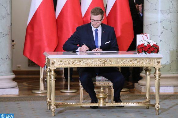 le ministre polonais de l'environnement, Wos, testé positif au coronavirus.