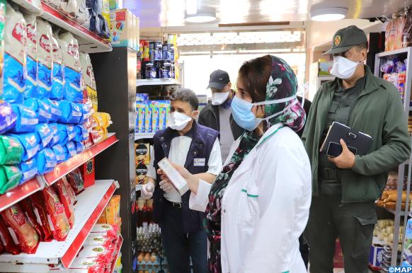 une commission mixte de contrôle d'approvisionnement des marchés et de contrôle des prix fait sa tournée à Laâyoune, dans le cadre des mesures préventives contre le Covid-19